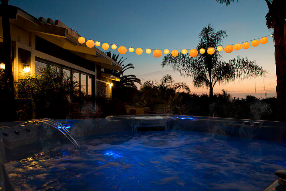 using a hot tub in winter - balloon lighting image