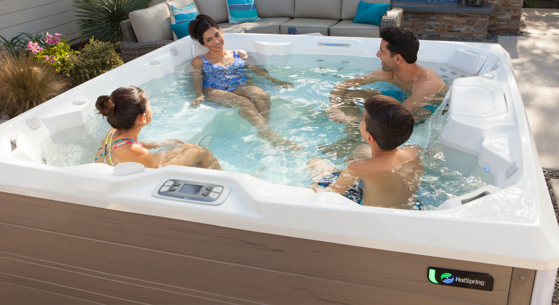 How to throw a summer hot tub party image 2